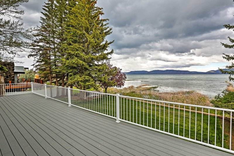 Book an unforgettable vacation for the whole family in this 5-bedroom, 3.5-bathroom, beautiful waterfront vacation rental home in Bear Lake State Park.