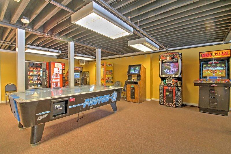 ¡Disfruta el acceso a una piscina comunitaria, jacuzzi y sala de videojuegos!