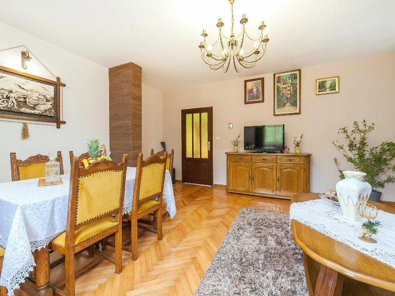 Rustic holiday house Old volat, holiday rental in Krimovice