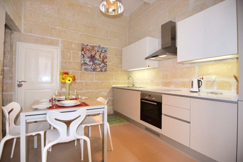 House just outside Valletta, vacation rental in Cospicua (Bormla)