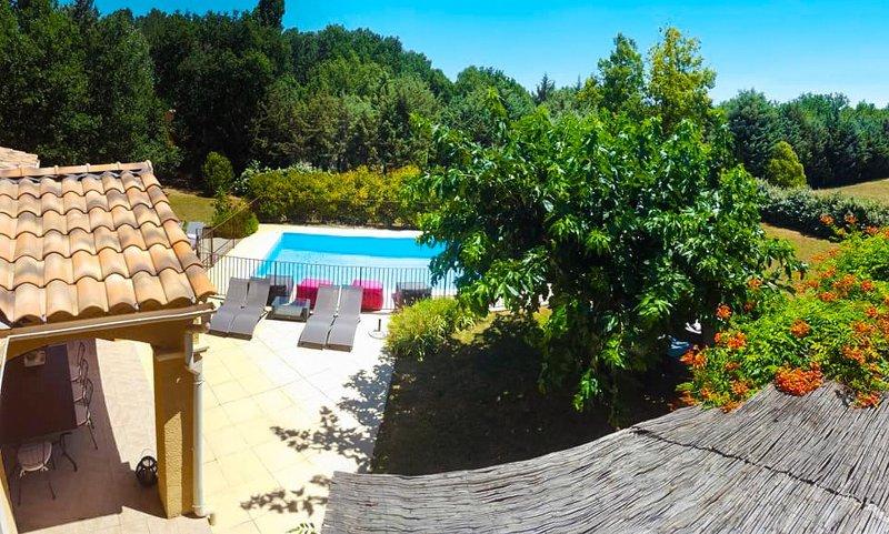 Belle villa provençale au coeur du Luberon 12 pers/piscine/sauna, location de vacances à Roussillon