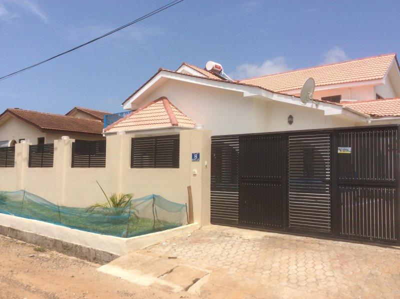 Ver- frontal del kiwi Lane, Spintex Área, Accra