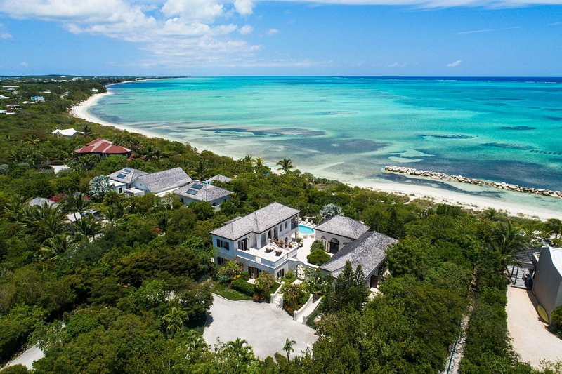 Modern Luxury/Beachfront Villa/Snorkel & Kayak Right from Property!, holiday rental in Providenciales