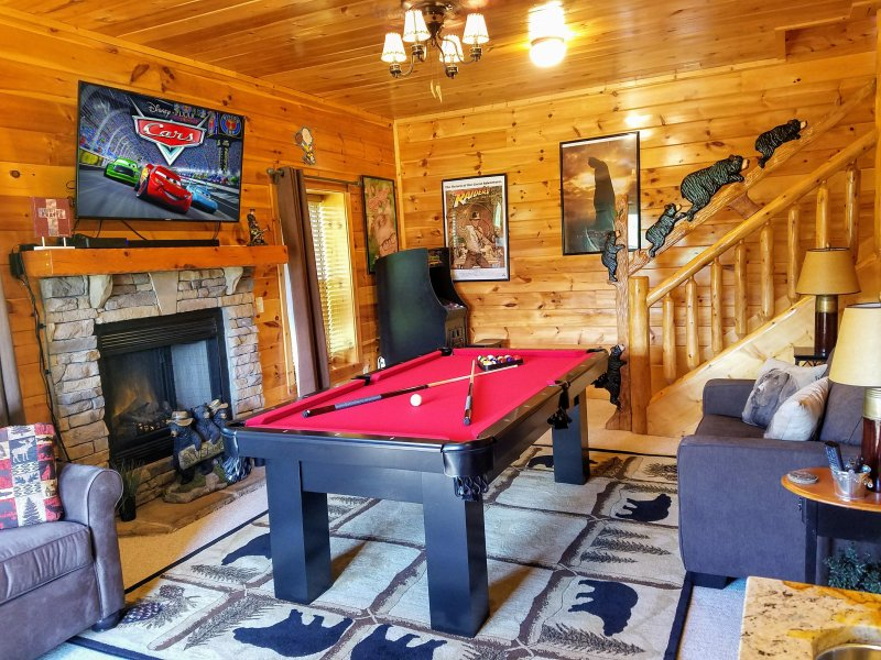 Lots of fun in the game room! Pool Table,  48 Game Arcade, Xbox 360, HDTV, Fireplace