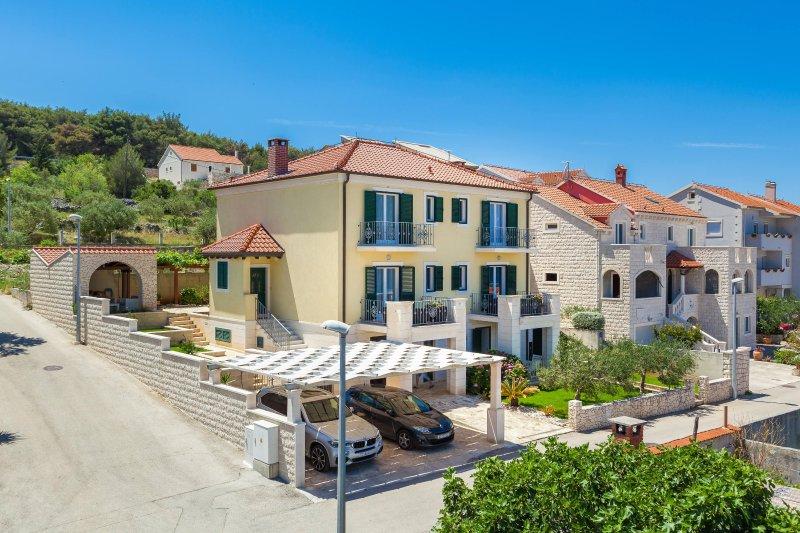 Villa Marela - Apartment Veliki, vacation rental in Supetar