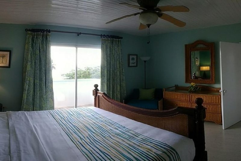 quarto com ventilador de teto