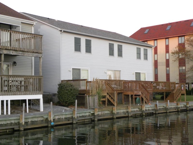 Check out the deck, dock, and boat tie-up!