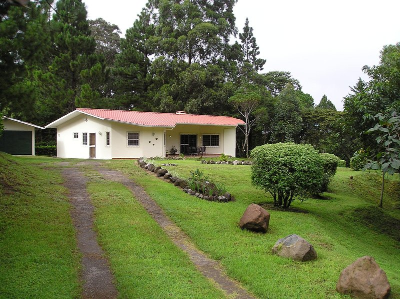 Las Plumas Holiday Home Rentals QUETZAL - Paso Ancho, Volcan, Chiriqui Highlands, location de vacances à Chiriqui Province