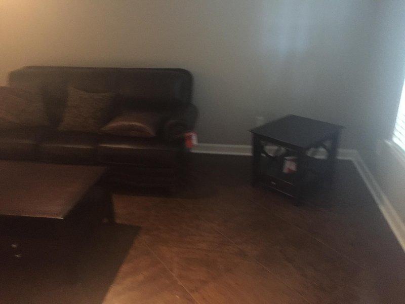 habitación principal con gran televisión
