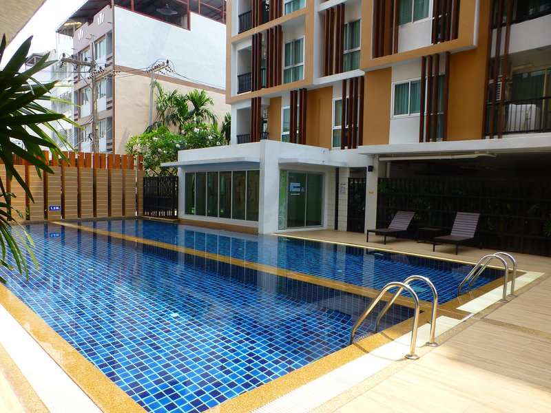 1 Double bedroom Apartment with Swimming pool security and high speed Wifi, holiday rental in Udon Thani