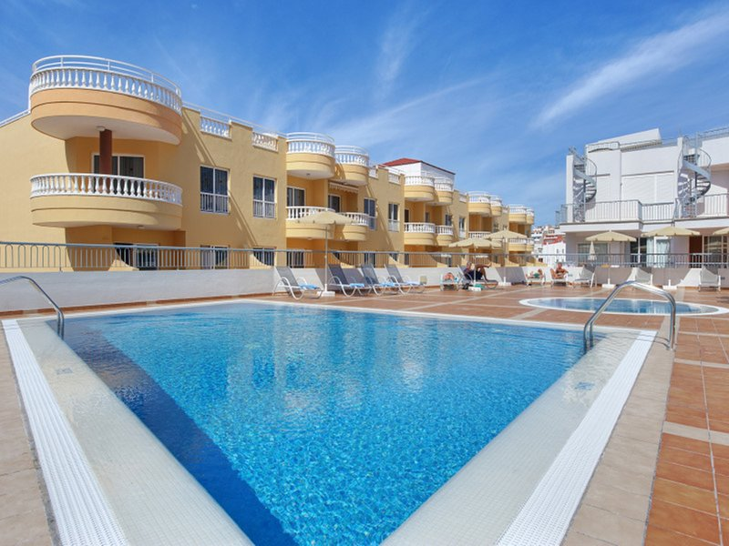 Two Bedrooms Apartment with Pool View up to 5 Pers. Wifi Pool Airconditioner, holiday rental in Puerto de Santiago