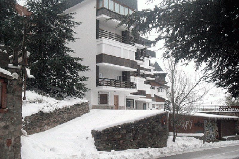 Apartamentos SOL Y SIERRA ASN 2/4 Pax., vacation rental in Sierra Nevada National Park
