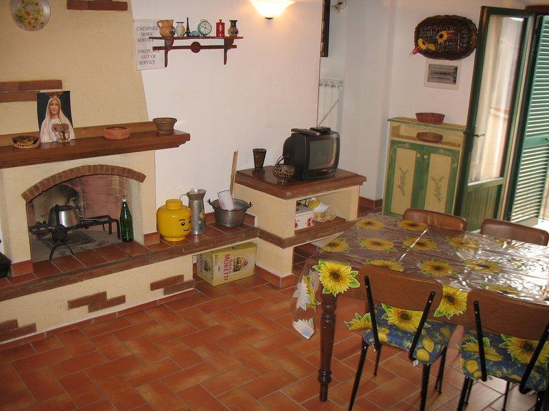 La casa di Costantino nel cuore verde della Toscana, holiday rental in Azzano