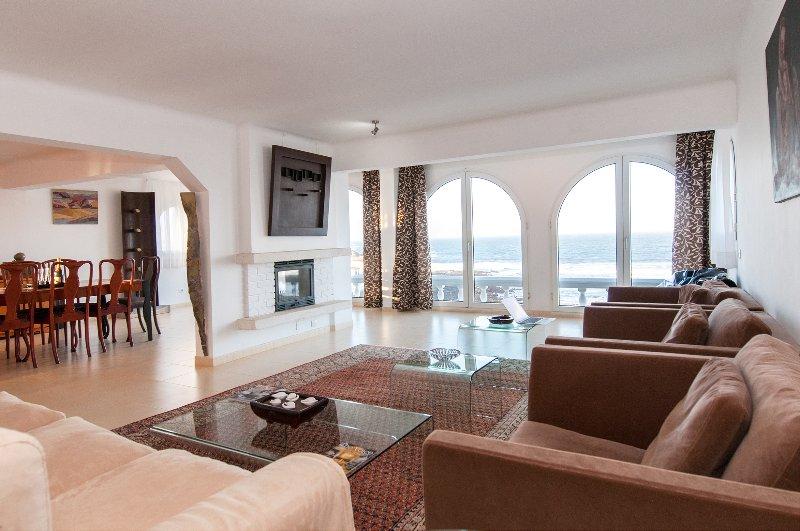Terrazas del Mar Villa on the beach Sea Terrace Wifi free Golf Ecological house, aluguéis de temporada em Melenara