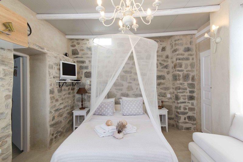 'Votsalaki' Sea View studio in Paros, holiday rental in Parasporos