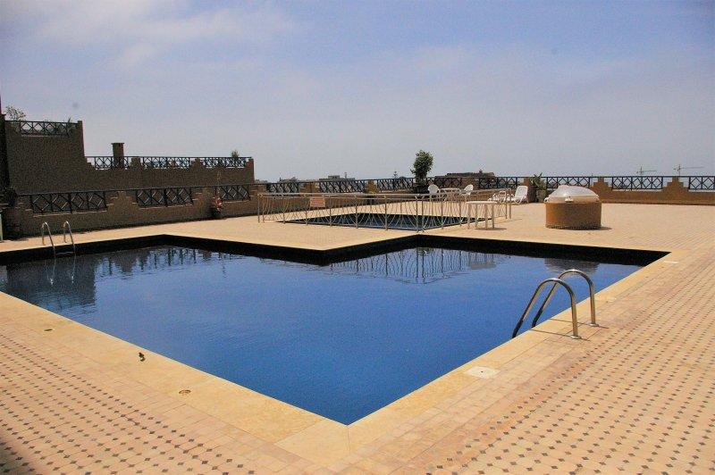 Chez Salha, appartement 140M2 vue sur mer avec piscine, location de vacances à Tamraght