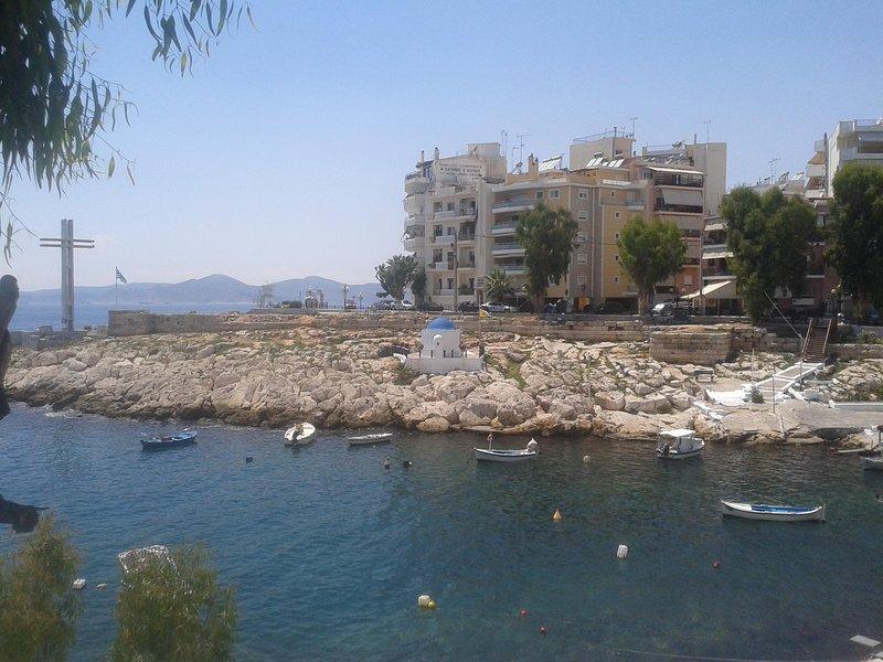 Super 35 sqm balcony studio in luxurious picturesque area., location de vacances à Piraeus