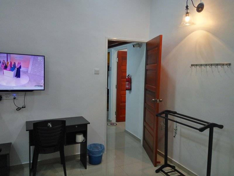 H2O Apartment Master Bedroom, vacation rental in Kampar District
