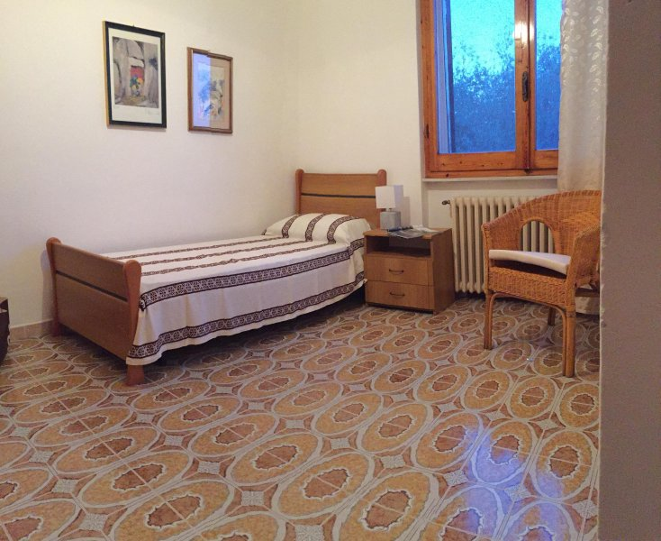 die zweite Kammer von großen und geräumigen Bett, wo es möglich ist, ein zusätzliches Bett oder Kinderbett zu erhalten,