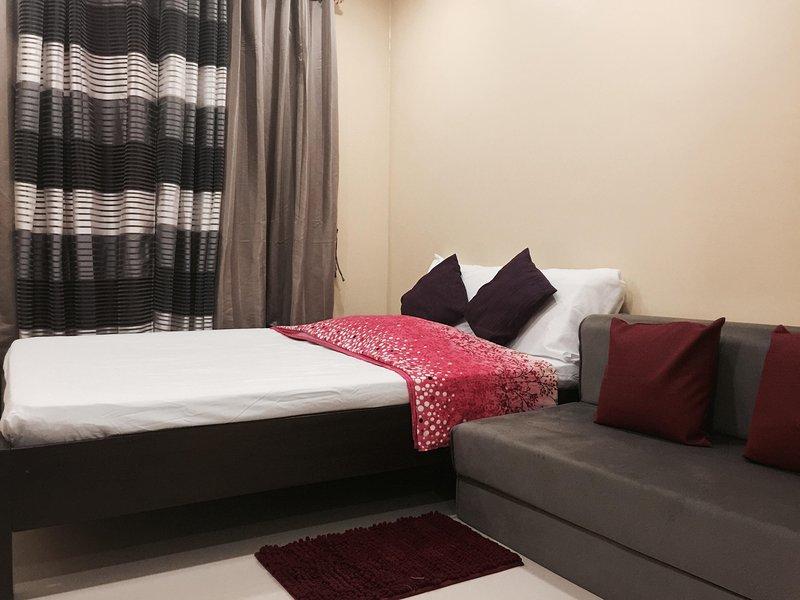 Full size bed met een slaapbank