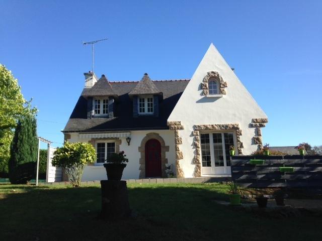 Centre Bretagne, studio meublé et équipé indépendant dans maison néo-bretonne, vacation rental in Lignol