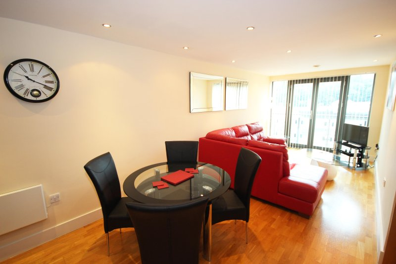 Properties Unique - Merchants Quay Apartments (2 Bed), vacation rental in Newcastle upon Tyne
