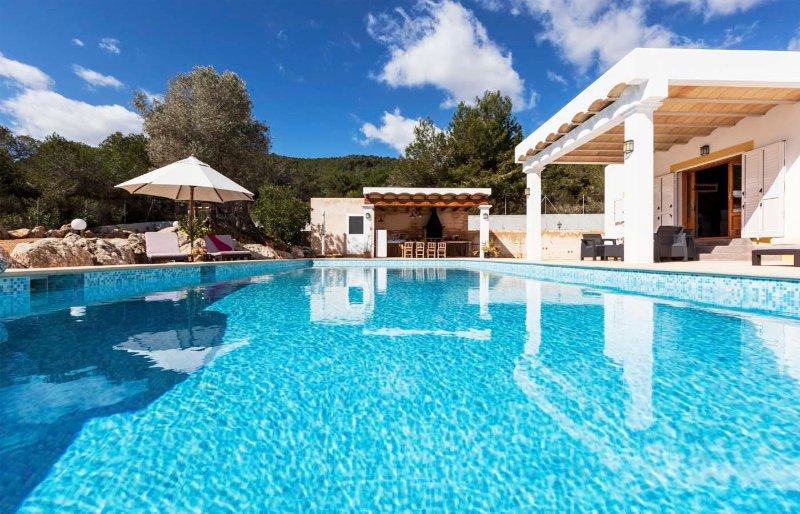 CANA FINA 5 km to Ibiza with sea views and old city views, aluguéis de temporada em San Rafael