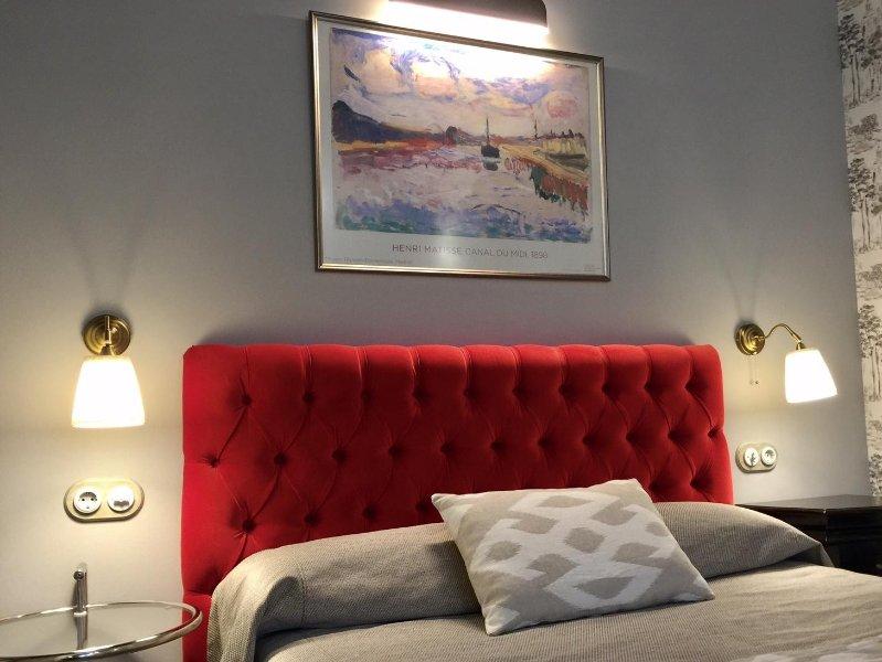 headboard detail bed