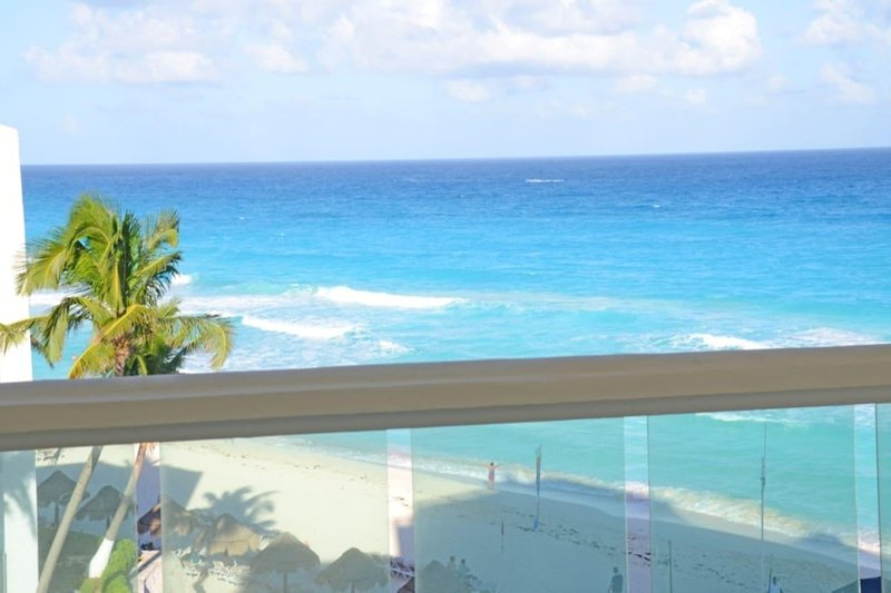 Romantic Apart on the Beach 404, vacation rental in Cancun