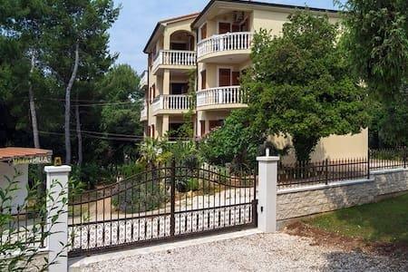 Apartment A6 in Villa Emilia, 4+1, Banjole, Croatia, casa vacanza a Banjole