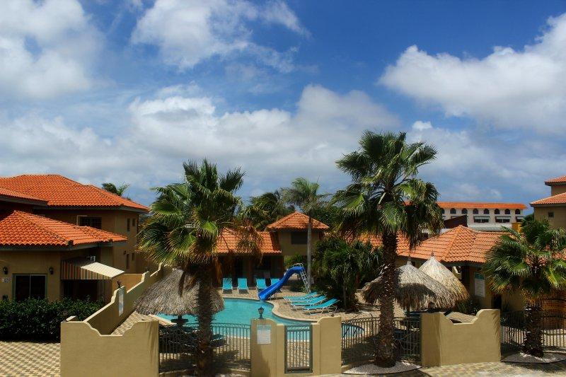 Área da piscina interior Palma Real Condo