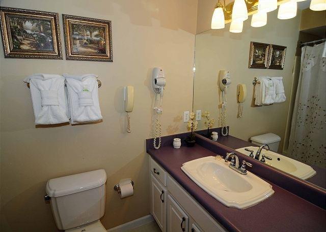 King Bath Upstairs Tub/Shower