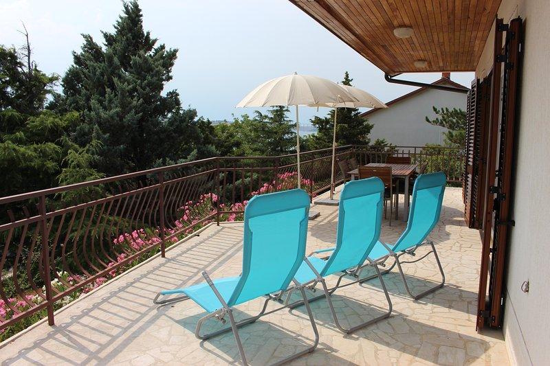 Apartman with balcony, location de vacances à Jadranovo