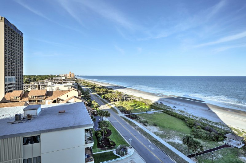 Up to 4 guests can sleep comfortably in the condo, which is conveniently located steps away from the beach in the Forest Dunes Resort.
