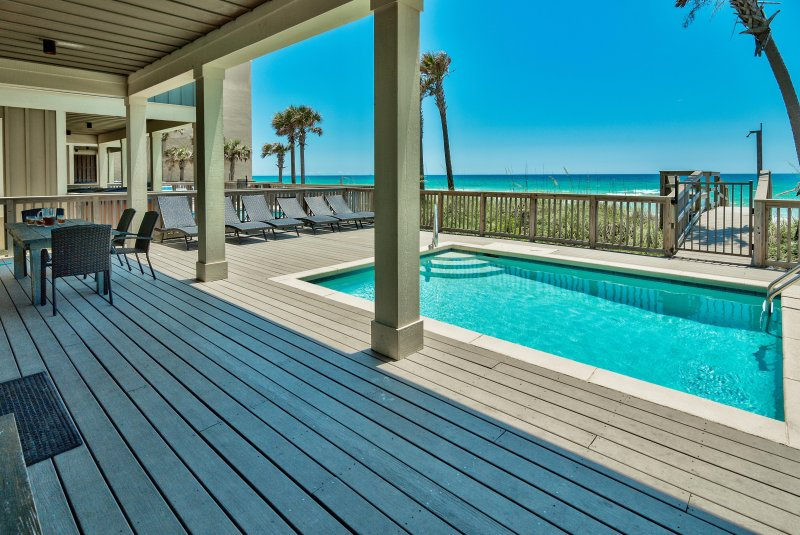 The Tourist Trap - Home with Private Beachfront Pool!  On the Beach! Gorgeous!, alquiler de vacaciones en Panama City Beach