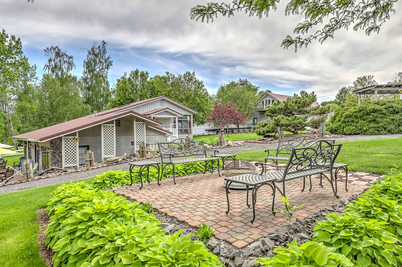 Enjoy a scenic environment with easy access to Lake Ontario Bay.