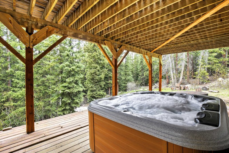 Soak your sore muscles in this Alma vacation rental's 6-person hot tub.