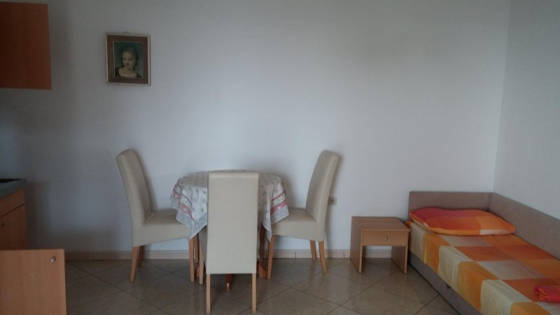 Apartmants Medi San, No. 3, holiday rental in Krvavica