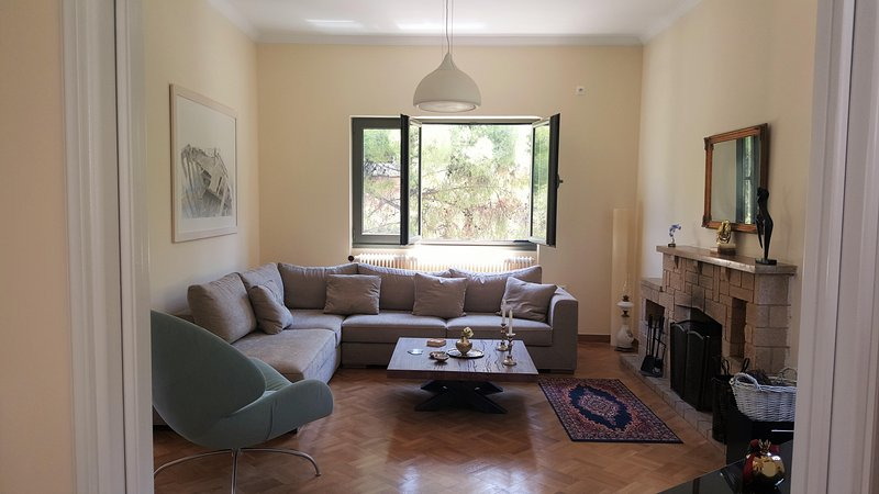 PineHouse in Maroussis, vacation rental in Penteli
