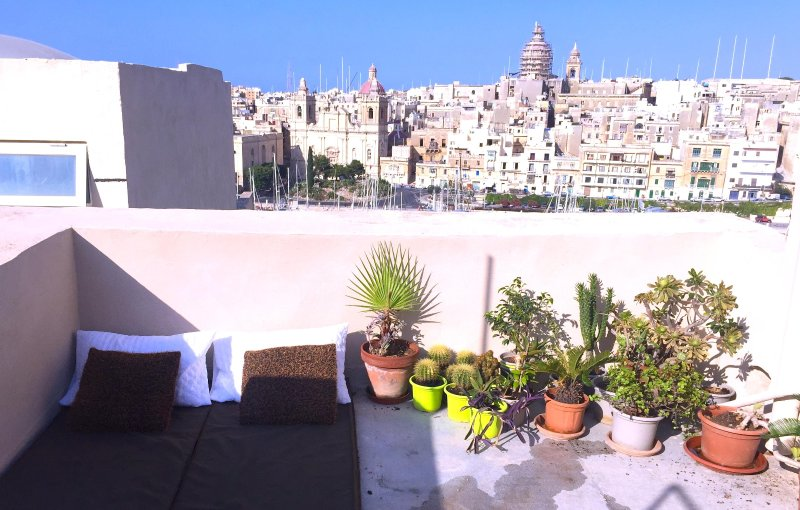 roof terrace with sun bed