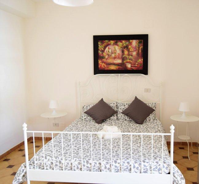Casa vacanze luminosa, climatizzata e con ampia terrazza, holiday rental in Terrasini