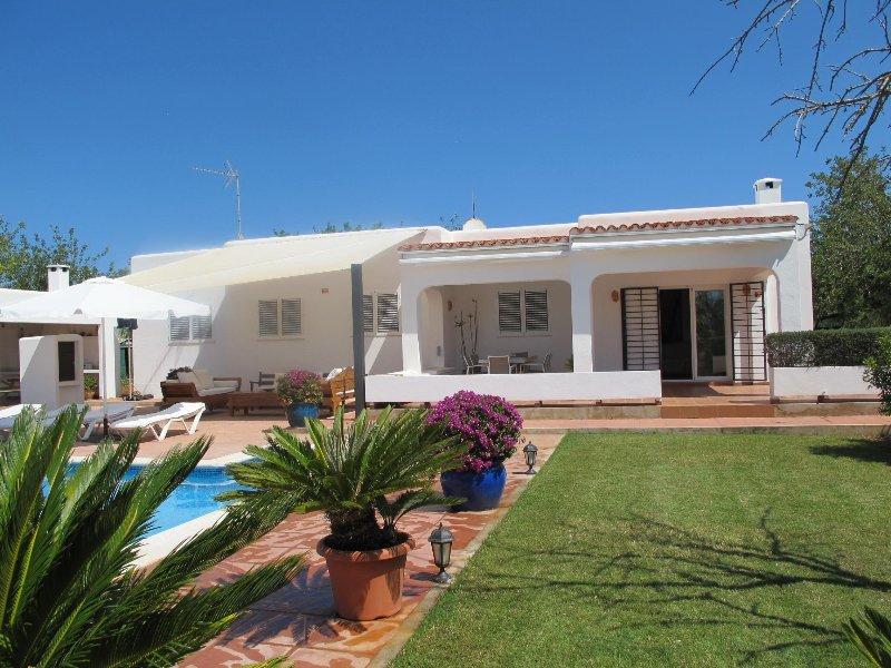 Villa Sa Vinyeta in ibiza with pool, garden & bbq, alquiler vacacional en San Lorenzo