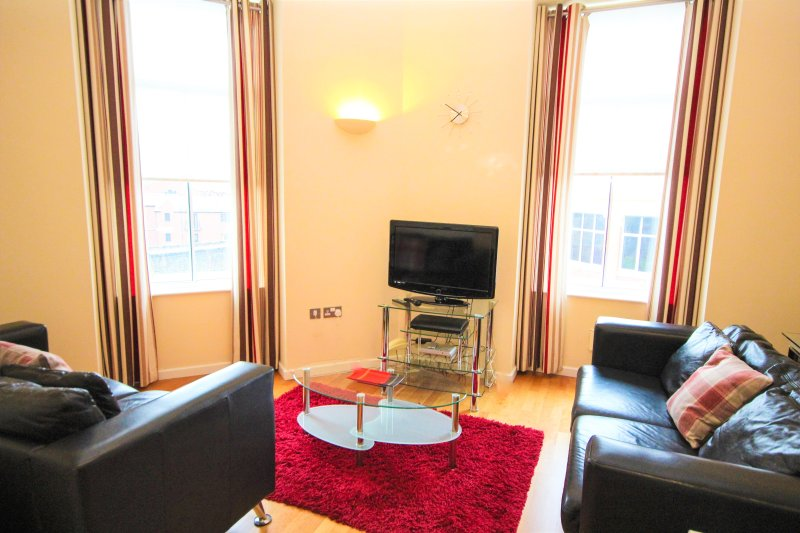 Properties Unique - Printworks Apartments (2 Bed), holiday rental in Newcastle upon Tyne