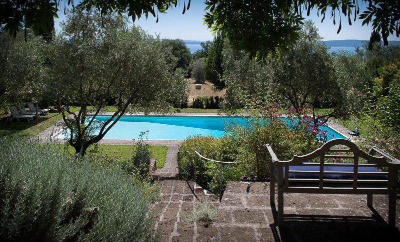 Cottage 'Il Lago dei Cigni', holiday rental in Manziana