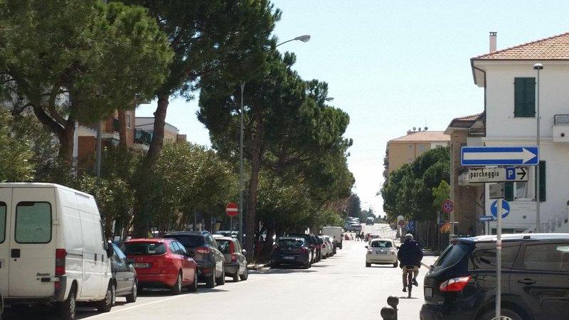 Viale De Gasperi, a rua onde está localizado o apartamento