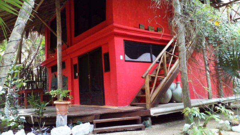 Jungle Beach Tulum House/two bedrooms/2 bathrooms/kitchen/garden area, vacation rental in Chunyaxche