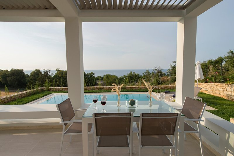 Villa Arismari, perfect for couples, brand new with private pool, near the beach, holiday rental in Panormos