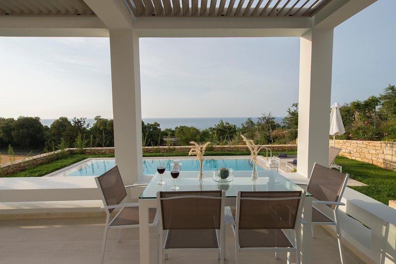 Villa Arismari, perfect for couples, brand new with private pool, near the beach, alquiler vacacional en Roumeli