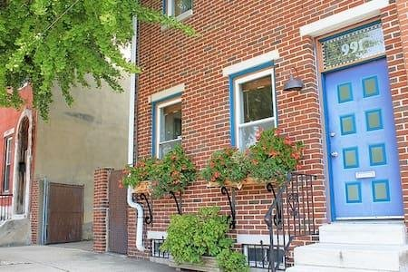 Lg House-5 minutes to Liberty Bell-Independence Hall-Center City-in NoLiberties, casa vacanza a Palmyra