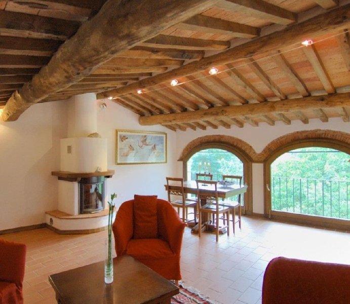 Appartamento in Antica casa Toscana, holiday rental in Villa Collemandina